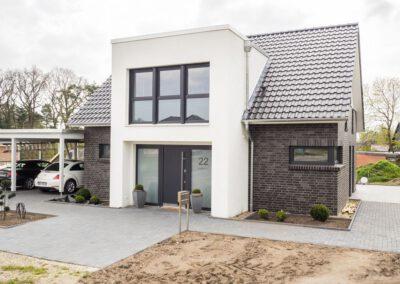 Satteldachhaus mit modernem Giebel