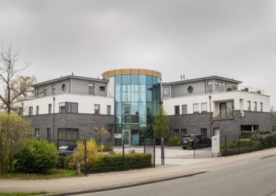 Bürogebäude mit Wohnungen